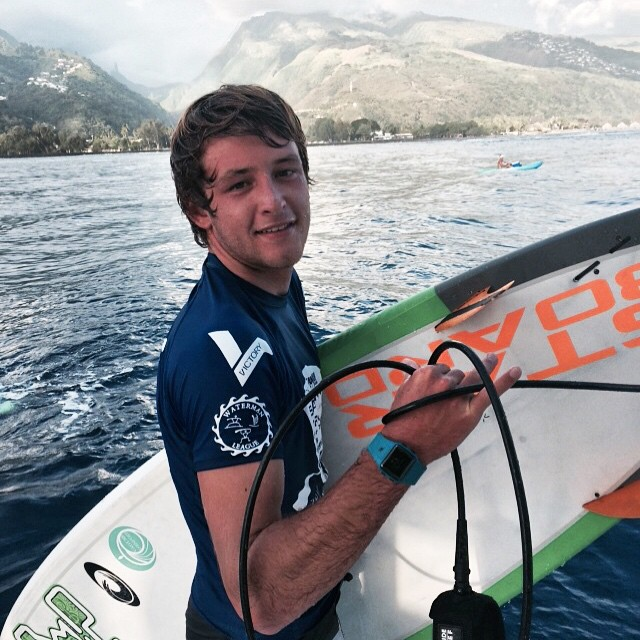 ®surf4smile-surfforsmile*_Benoit_Sapinus_Pro_Tahiti©SUWT